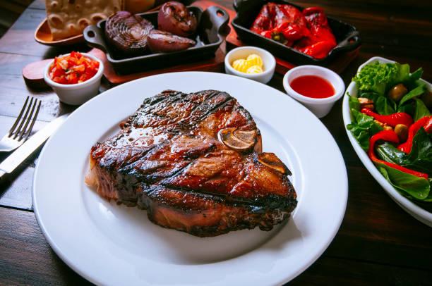Carne a la parrilla  - foto de stock