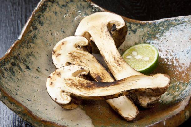 焼き松茸 - 松茸 ストックフォトと画像