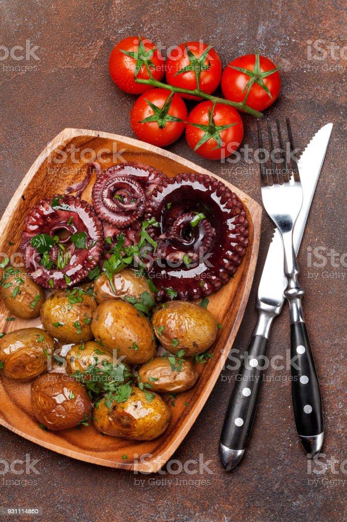 Izgara ahtapot küçük patates ile - Royalty-free Ahtapot - Kafadanbacaklı Stok görsel