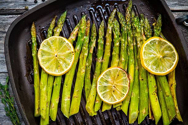 grilled organic asparagus with lemon - asparagus stock pictures, royalty-free photos & images