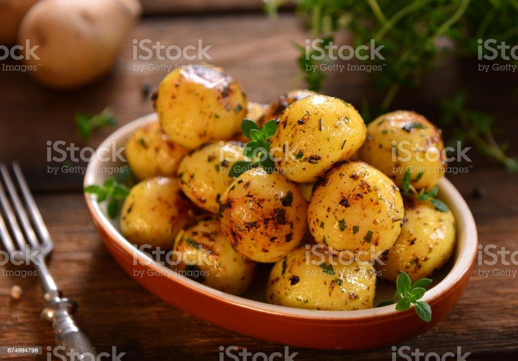 Gegrillte Kartoffeln – Foto