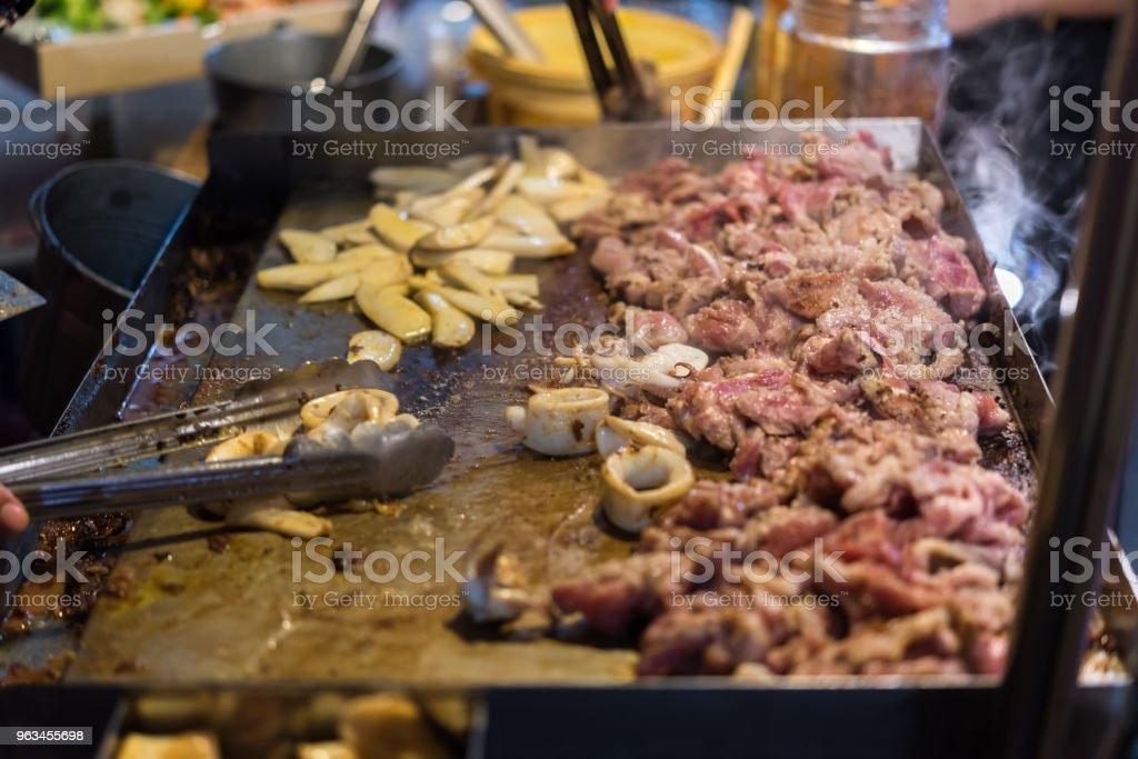 Grillades de viande crue cuisson sur le gril de wagyu - Photo de Aliment libre de droits