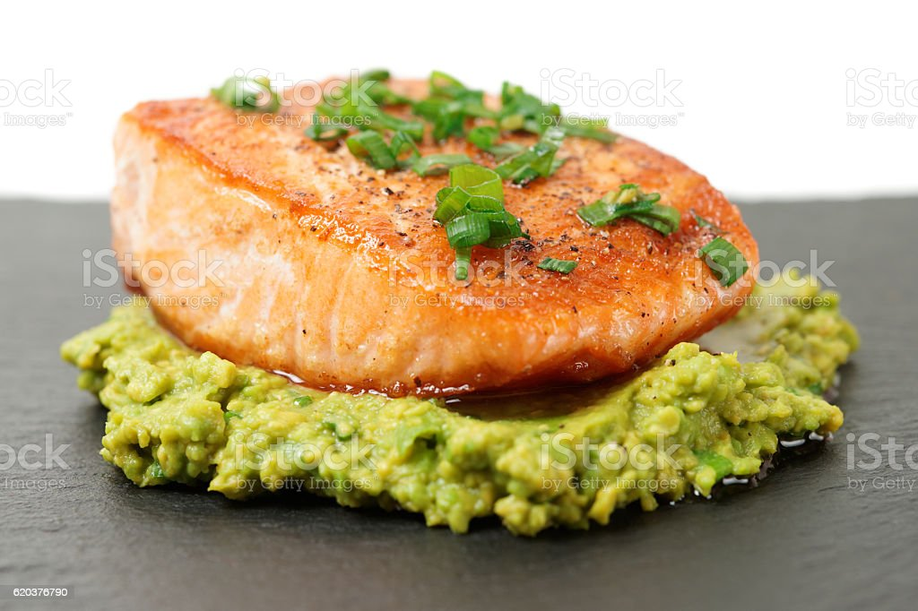 Grilled salmon fillet with avocado mash foto de stock royalty-free