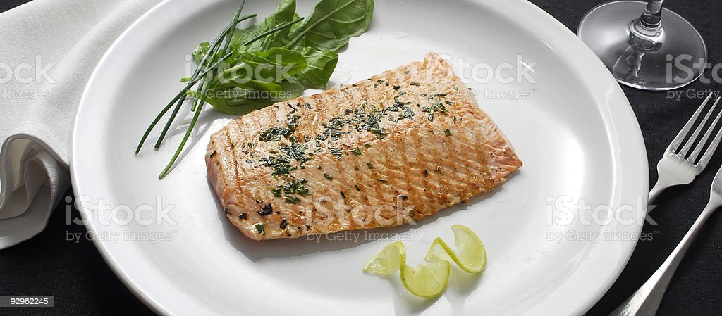 Salmón asado - foto de stock