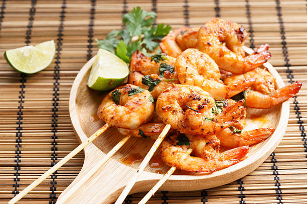grilled shrimp kababs with sriracha and lime shrimp sriracha kebabs with lime and cilantro leaves sriracha tiger zoo stock pictures, royalty-free photos & images