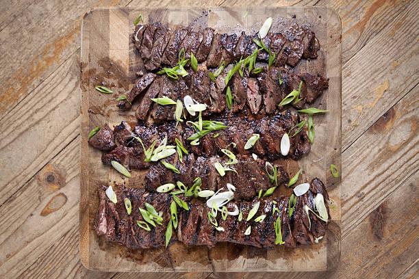 gegrilltes steak - flank steak marinaden stock-fotos und bilder