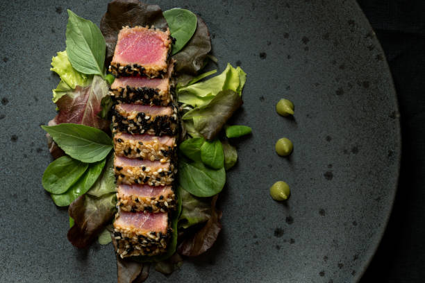 grilled sliced tuna steak in sesame with salad and wasabi sauce - raw steak imagens e fotografias de stock
