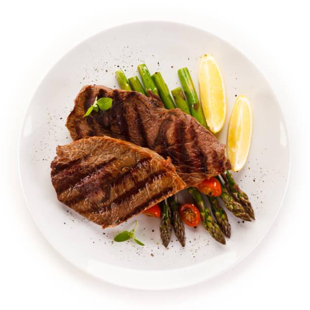grilled steak with asparagus - meat plate imagens e fotografias de stock