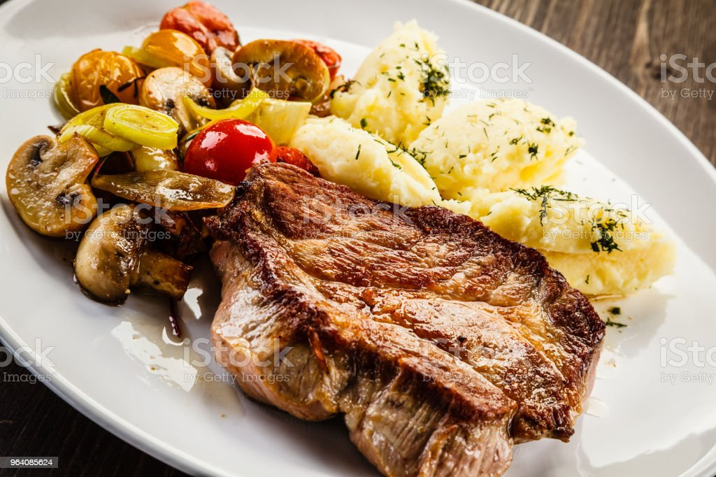 Grilled steak with puree and vegetables - Royalty-free Baked Stock Photo