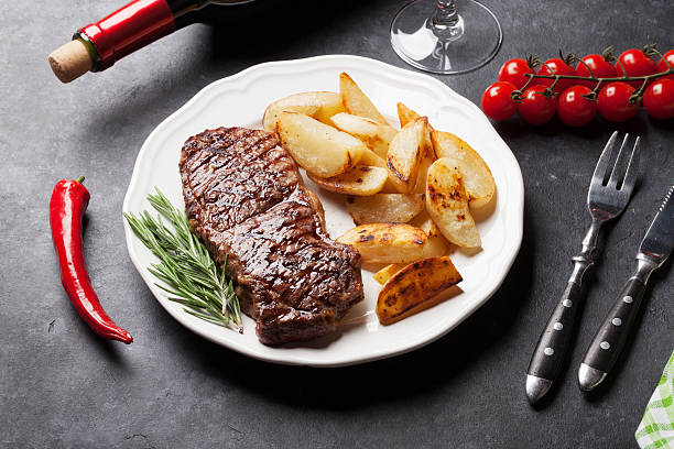 grilled striploin steak and red wine - strip steak stockfoto's en -beelden