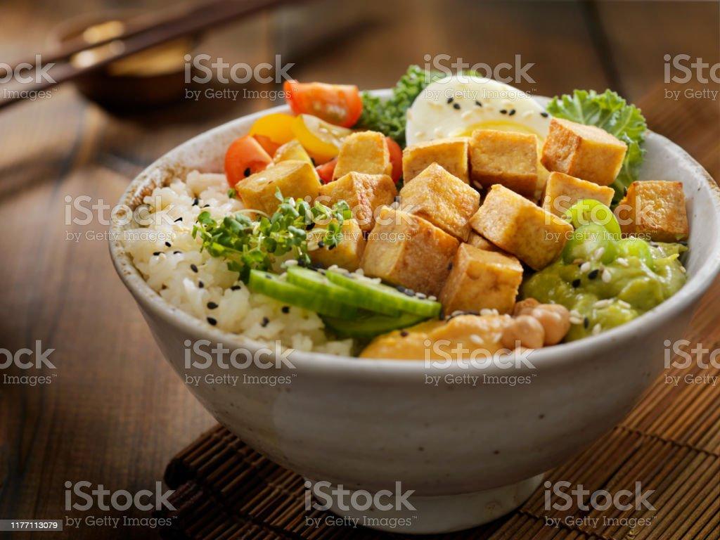 Gegrilde tofu Buddha Bowl - Royalty-free Avocado Stockfoto
