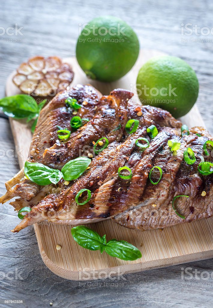 Grilled turkey with green scallion on the wooden board foto royalty-free