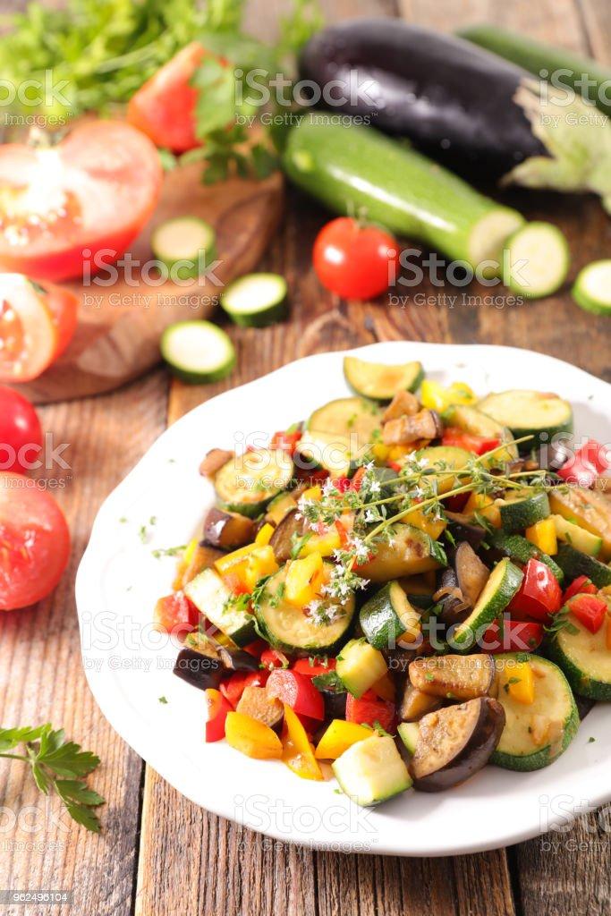 tomilho e legumes grelhados - Foto de stock de Abobrinha royalty-free