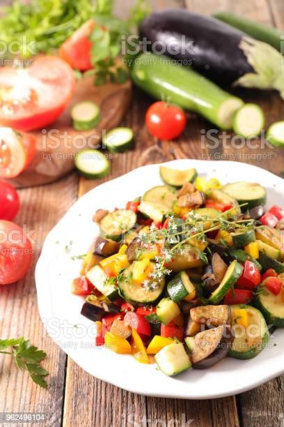 Foto de Tomilho E Legumes Grelhados e mais fotos de stock de Abobrinha