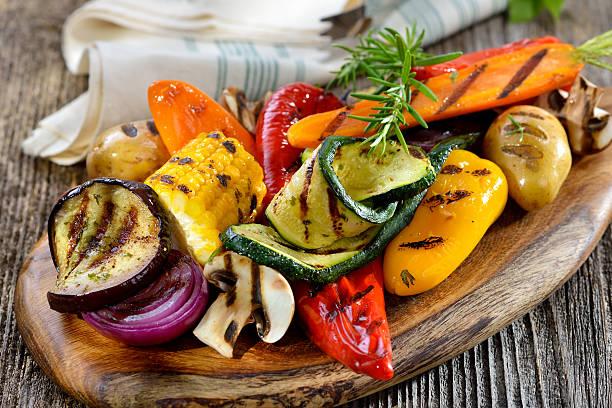 grillowane warzywa  - grillowany zdjęcia i obrazy z banku zdjęć