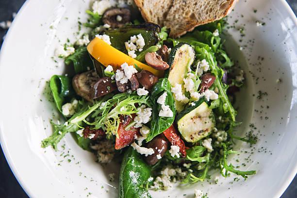 salada veggy grelhado - mediterranean food imagens e fotografias de stock