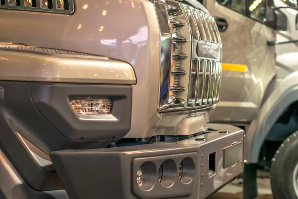 grilles des radiateurs de camions exposée en série - Photo