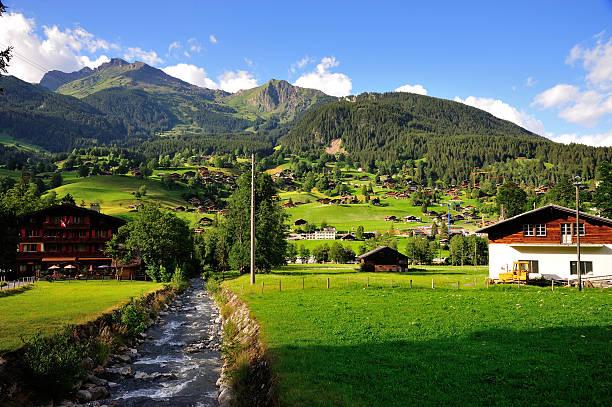 grindelwald village in der berner alpen, schweiz - hotel bern stock-fotos und bilder