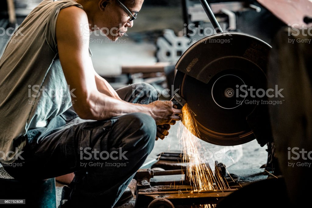 Grinding of iron with a circular grinder - Foto stock royalty-free di Abilità