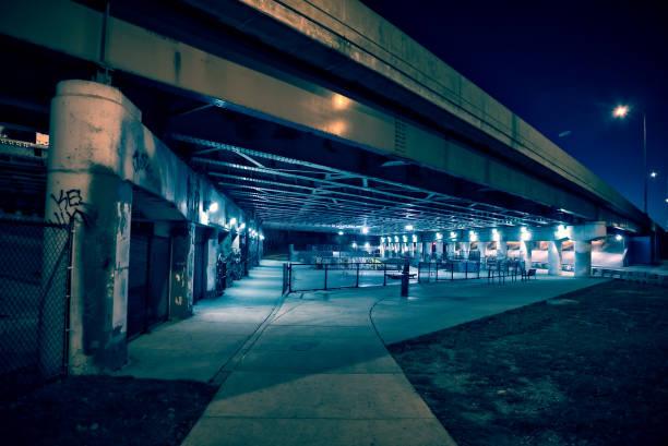 ザラザラと怖い市スケートパーク都市シカゴの夜。 - street graffiti ストックフォトと画像