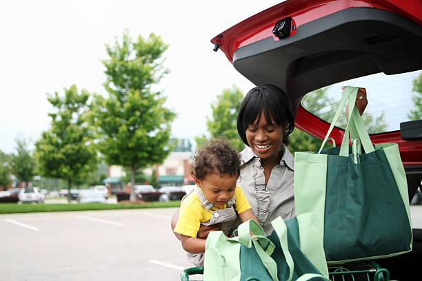 lebensmittel-einkaufsservice - babytasche stock-fotos und bilder