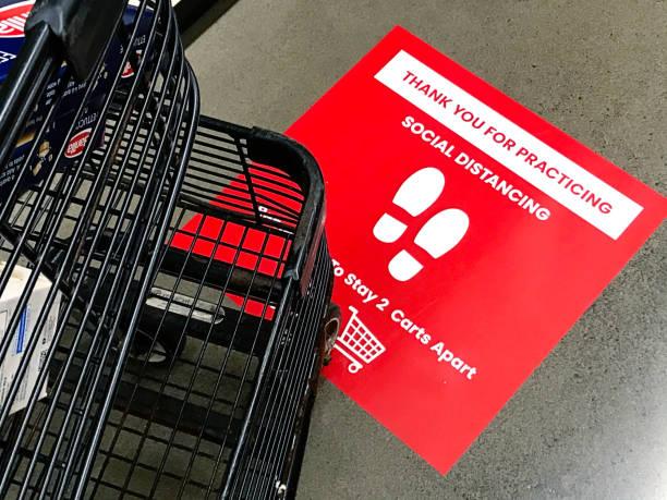 COVID-19 Lebensmittelgeschäft Checkout Linie Social Distancing Sign Notice – Foto