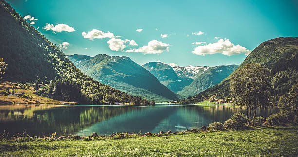 grogeous landscape of norway - noorwegen stockfoto's en -beelden