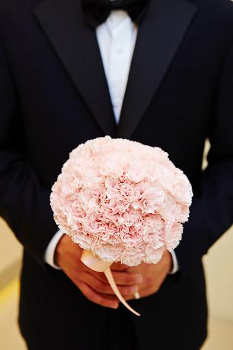 Bräutigam Mit Blumenstrauß Stockfoto und mehr Bilder von Blume