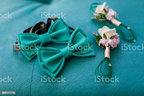 Brudgummens Morgon Bröllop Tillbehör Fluga Bröllop Boutonniere-foton och fler bilder på Brud