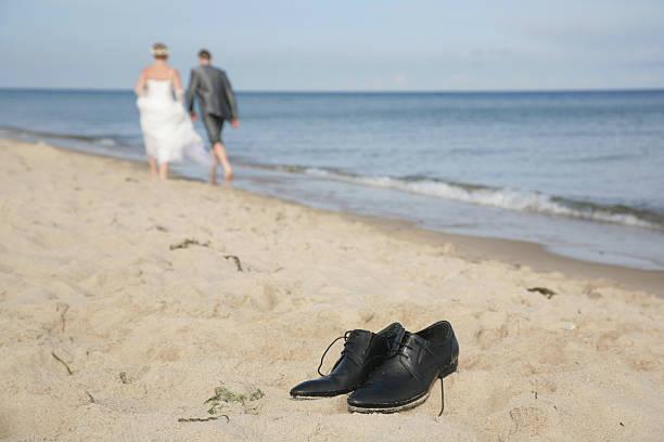 Bräutigam Schuhe am Strand – Foto