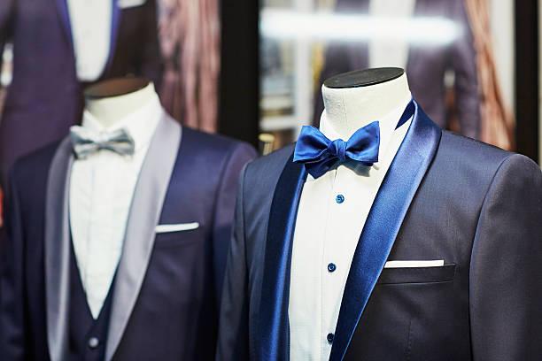bräutigam hochzeit anzug mit schleife - hochzeitsanzug herren stock-fotos und bilder