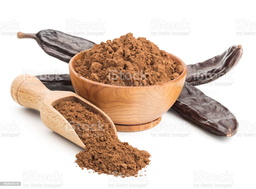 Ground carob and pods isolated on white - foto de stock