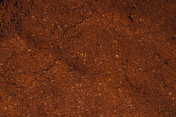 ground coffee powder background cocoa scoop - kaffeepulver stock-fotos und bilder