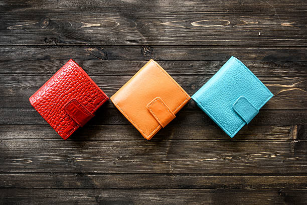 group colorful wallet of leather skin on wooden background - portefeuille photos et images de collection