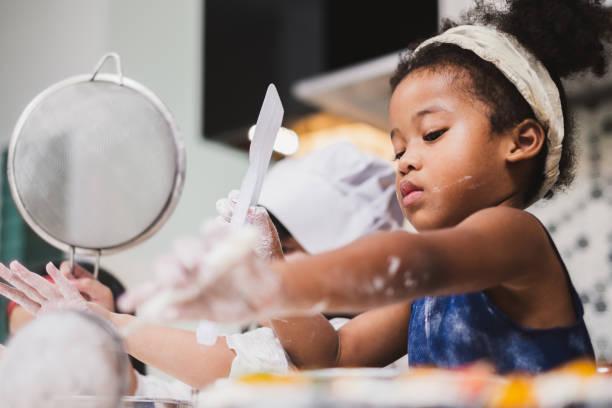 group diversity kids girl making cake bakery in kitchen - baking bread at home imagens e fotografias de stock