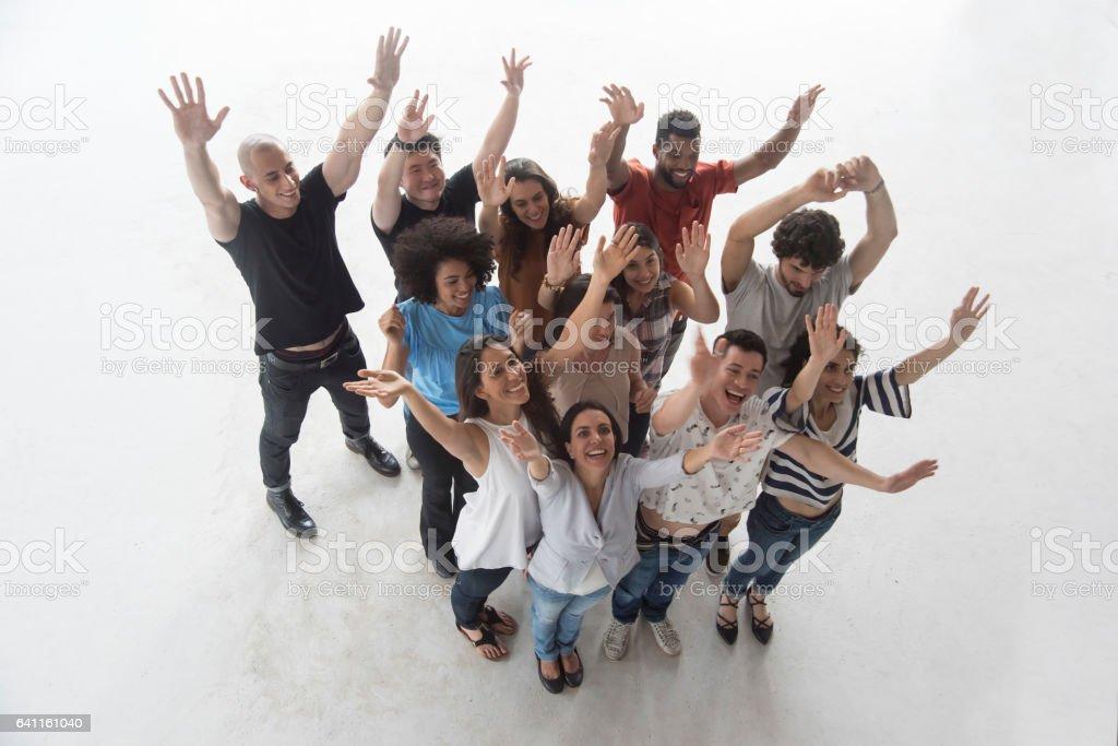 Grupo de 12 pessoas, olhando para cima - foto de acervo