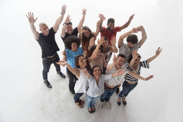 Gruppe von 12 Personen nachschlagen – Foto