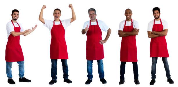 Grupo de 5 camareros africanos y caucásicos y latinoamericanos - foto de stock