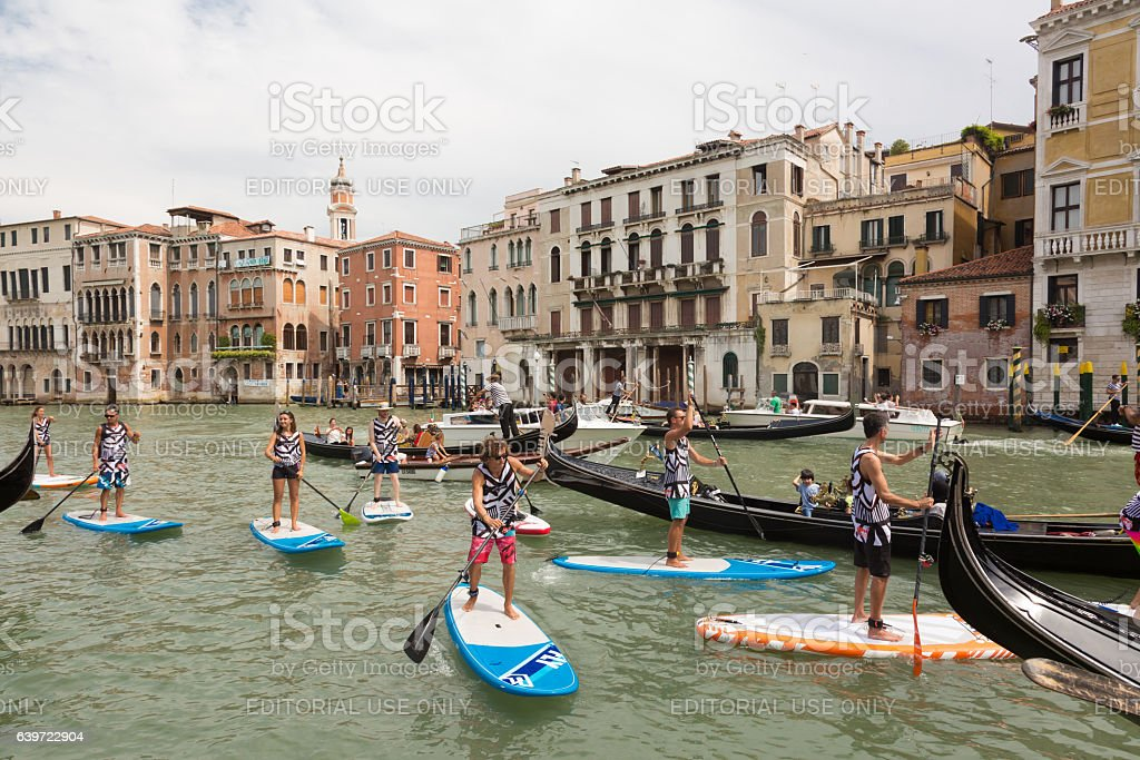 Group of active tourists stand up paddling on sup boards Lizenzfreies stock-foto