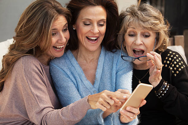 Group of adult and senior women with phone – Foto