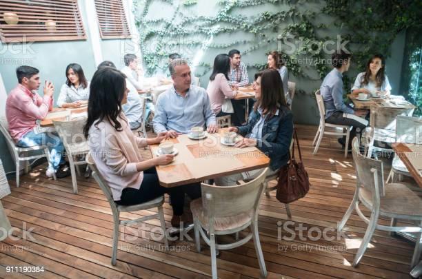 Group of adult friends at a caf picture id911190384?b=1&k=6&m=911190384&s=612x612&h=p6sdpblbqpugrs7j 1ix3rfderm6usxweaq6kf cgei=