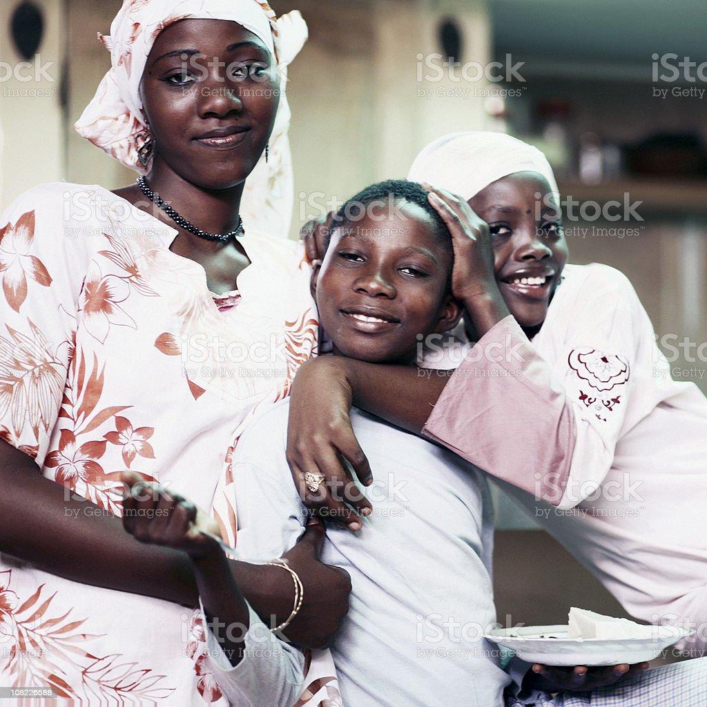 Groupe d'enfants africains et des jeunes filles - Photo