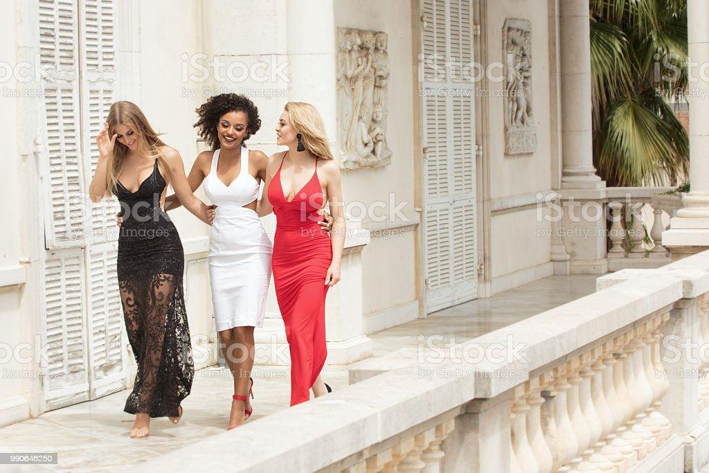 Foto De Grupo De Senhoras Sexy Lindas Em Vestidos Elegantes