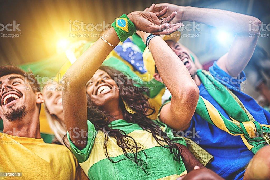Grupo de torcedores brasileiros no estádio - foto de acervo