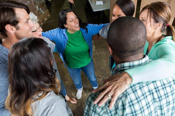 group of business associates participate in team building outing - charity and relief work - fotografias e filmes do acervo