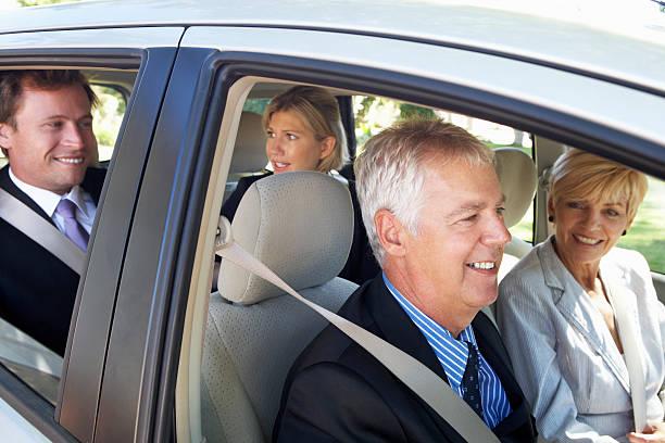 Grupo de colegas de negocios viaje en automóvil de agrupamiento. de trabajo - foto de stock