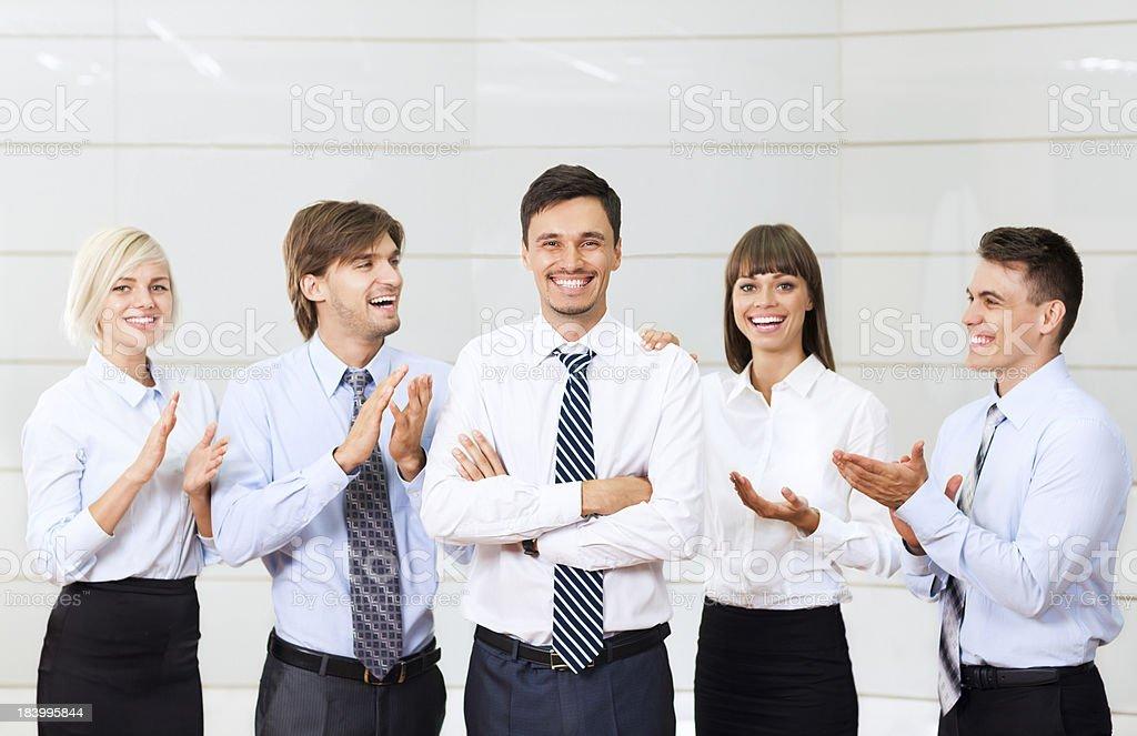 Gruppe des business Personen gratulieren leader – Foto