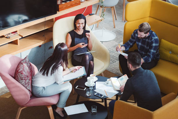 Gruppe von Geschäftsleuten in Büro-Kantine – Foto
