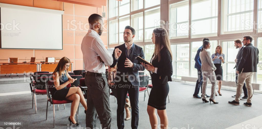 Gruppe von Geschäftsleuten im Konferenzraum – Foto