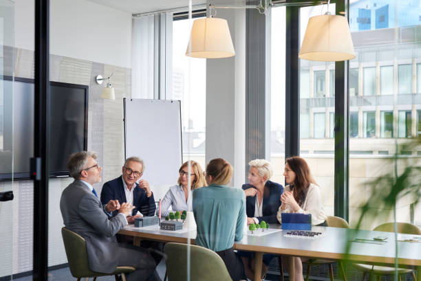 Gruppe der Geschäftsleute im Konferenzraum – Foto